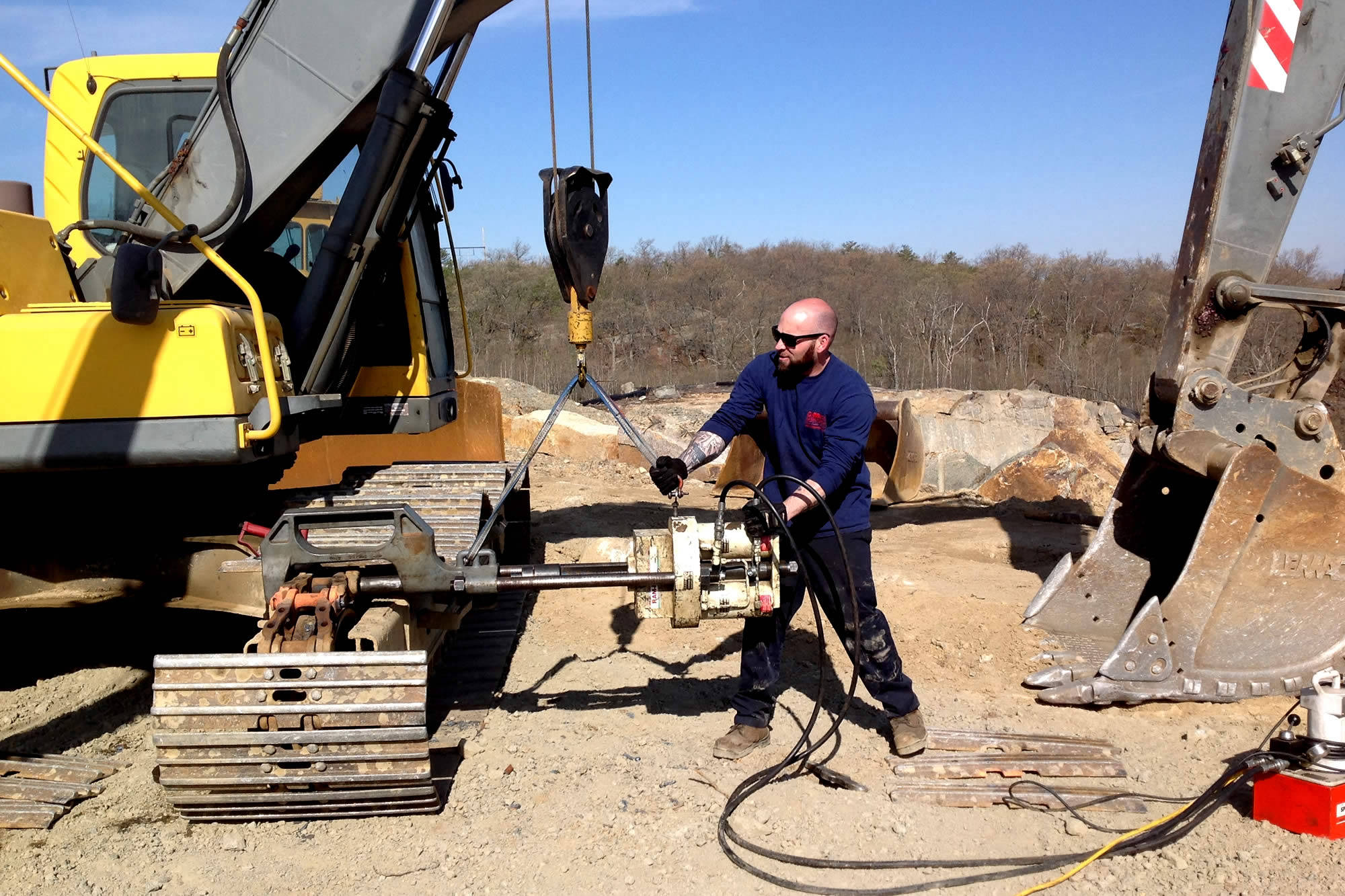 D&D Equipment Repair - Heavy equipment and in-house hydraulic cylinder rebuilds and repairs in Woburn, MA  Call us - 781.537.6949